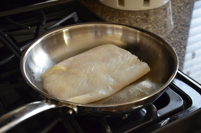 Oil pan with olive oil and top halibut with garlic powder & sea salt.