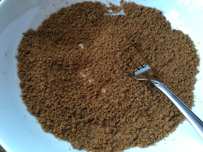 The sugar and molasses should still be relatively dry after being combined.